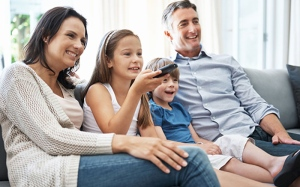 Parents can help their children learn more from television programs by watching them together, suggests new research. (shapecharge / Istock.com)